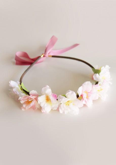Couronne de fleurs de printemps par la cr atrice sa majest - Faire une couronne de fleurs ...